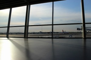airport-691047_1280