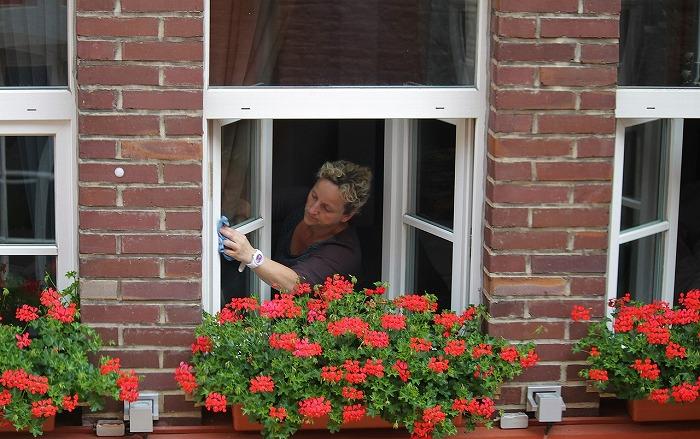 washing-windows-394158_1280